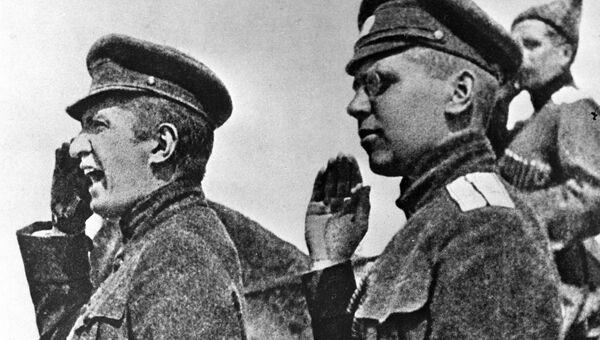 Александр Керенский, Военный и морской министр Всероссийского Временного Правительства приветствует войска, направляющиеся на фронт