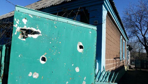 Жилой дом, пострадавший в результате обстрела Ясиноватой в Донецкой области украинскими силовиками. Архивное фото