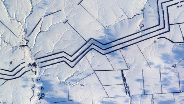 Минималистическое снежное искусство в России снятое астронавтом ESA Тома Песке