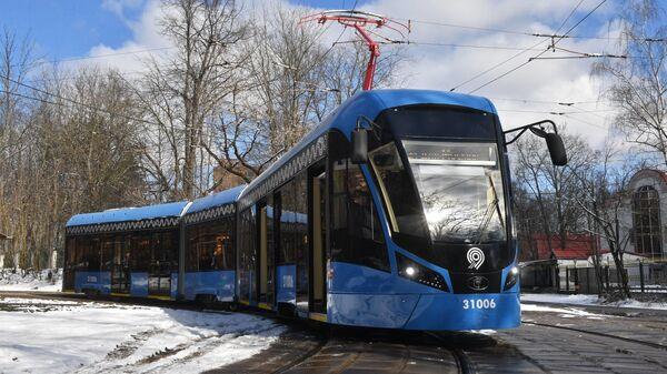 Трамвай нового поколения Витязь-М на маршруте в Москве