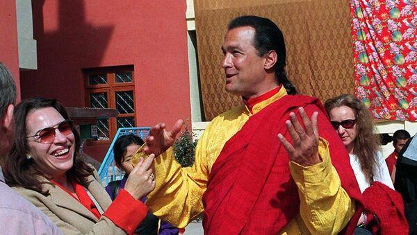 Американский актер Стивен Сигал в Катманду, Непал