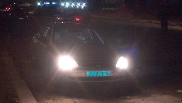 Автомобиль полиции на месте нападения на наряд экипажа ДПС в Астрахани