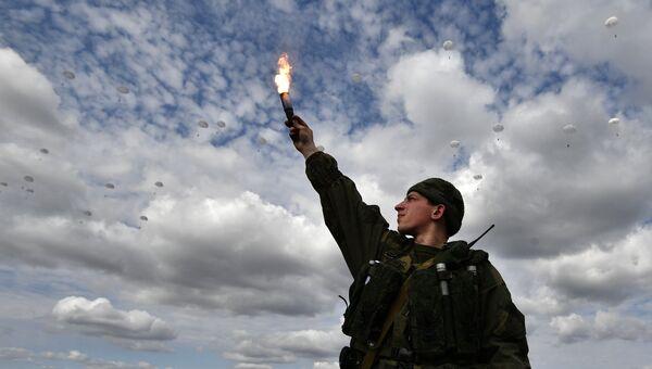 Высадка десанта во время российско-белорусских учений ВДВ в Витебске