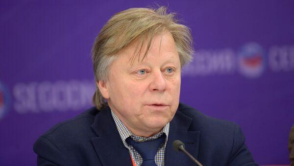 Директор Центрального дома художника, архитектор Василий Бычков на пресс-конференции об открытии первой Московской биеннале дизайна