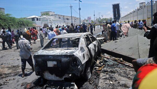Место взрыва в центре столицы Сомали Могадишо. Архивное фото