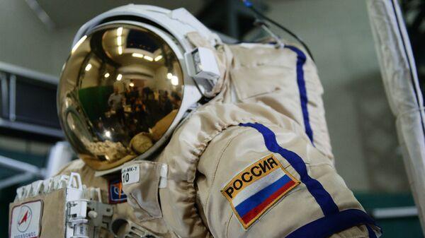 Скафандр для работы в открытом космосе. Архивное фото