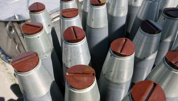 Образцы снарядов с вероятным оснащением химическим зарядом. Архивное фото