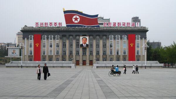 Центральная площадь имени основателя КНДР Ким Ир Сена в Пхеньяне, КНДР. Архивное фото