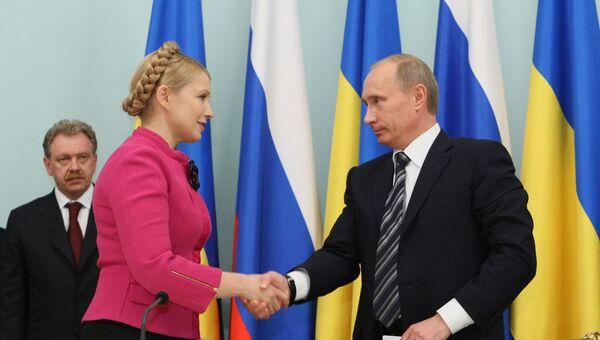 Председатель правительства РФ Владимир Путин и премьер-министр Украины Юлия Тимошенко во время церемонии подписания документов о возобновлении поставок российского газа через территорию Украины европейским потребителям. 2009 год