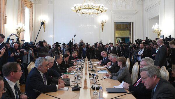 Министр иностранных дер РФ Сергей Лавров и Государственный секретарь США Рекс Тиллерсон во время переговоров в Москве. 12 апреля 2017