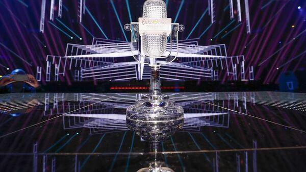 Главный приз конкурса Евровидение - хрустальный микрофон