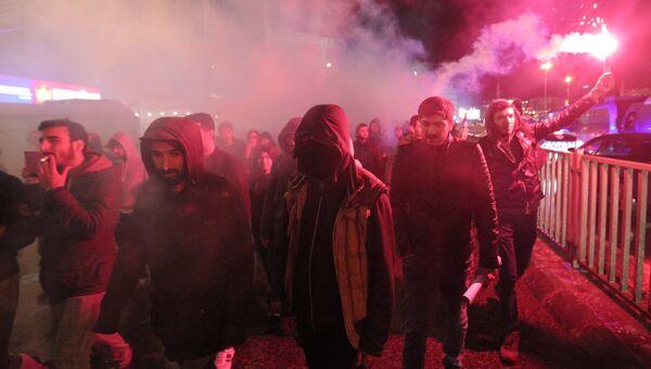 Тысячи протестующих против результатов референдума в Турции вышли на улицы Стамбула. 17 апреля 2017 года