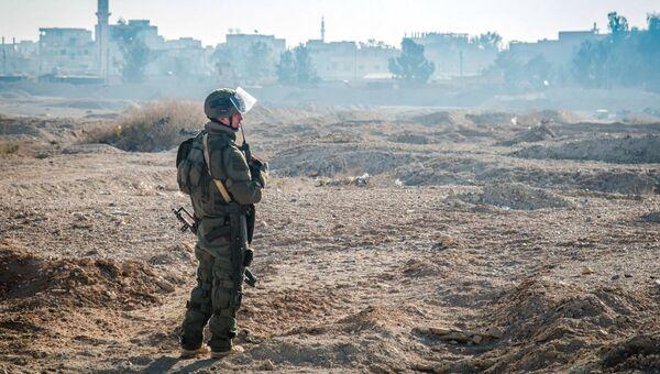Российский сапер во время разминирования Пальмиры. Архивное фото