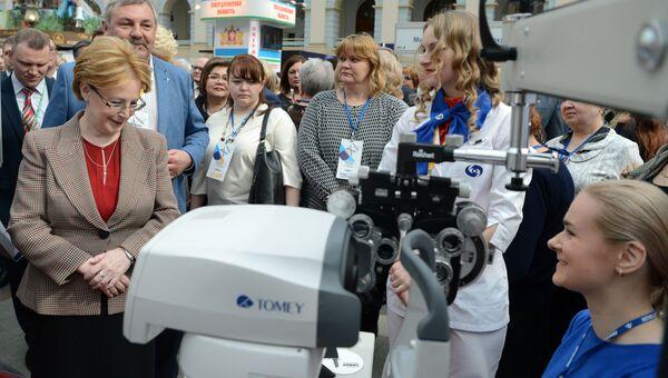 Министр здравоохранения РФ Вероника Скворцова (слева) на XI всероссийском форуме Здоровье нации – основа процветания России в Москве