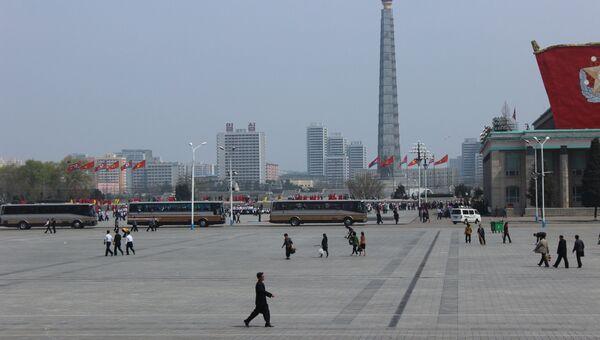 Жители на улице Пхеньяна. Архивное фото
