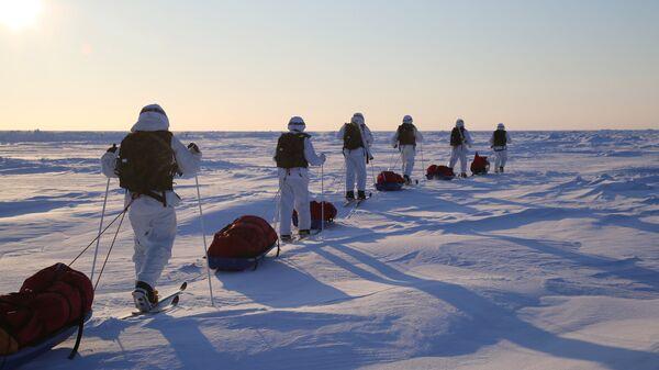 Участники комплексной экспедиции к Северному полюсу, организованной Экспедиционным центром Министерства обороны РФ в Арктике