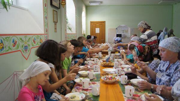 Обед в церковной столовой