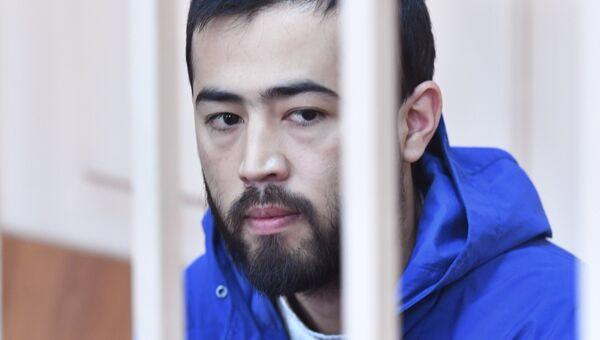 Подозреваемый в соучастии организации теракта в Петербурге Акрам Азимов в Басманном суде Москвы. 20 апреля 2017
