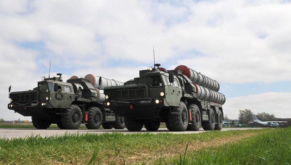 Зенитные ракетные комплексы C-400 во время тренировки парада Победы на военном аэродроме в Ростове-на-Дону. Архивное фото