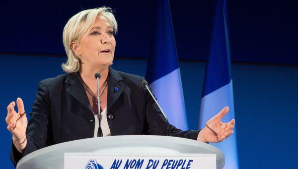 Лидер политической партии Франции Национальный фронт, кандидат в президенты Франции Марин Ле Пен во время пресс-конференции по итогам первого тура президентских выборов во Франции. 23 апреля 2017