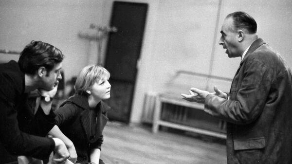 Народный артист РСФСР Владимир Этуш ведет занятие в Театральном училище имени Щукина