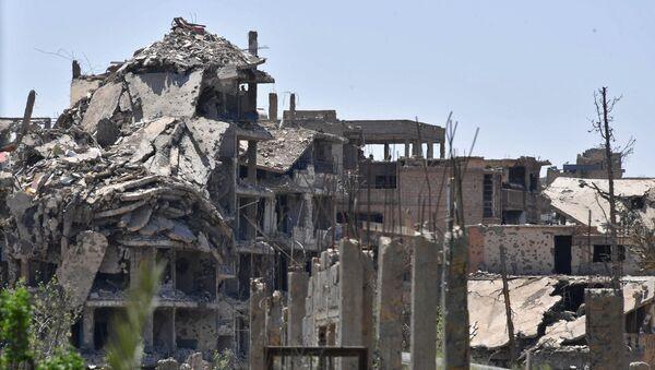 Здания, находящиеся под контролем боевиков, в сирийском городе Дейр-эз-Зор. Архивное фото