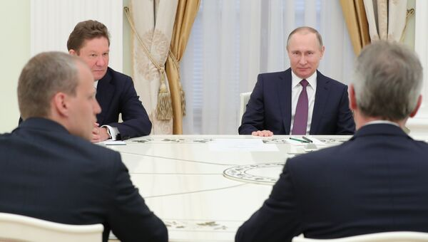 Президент РФ Владимир Путин и председатель правления ПАО Газпром Алексей Миллер во время встречи с генеральным директором OMV AG Райнером Зеле