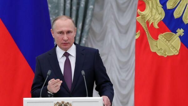 28 апреля 2017. Президент РФ Владимир Путин на церемонии вручения медалей Герой Труда Российской Федерации.