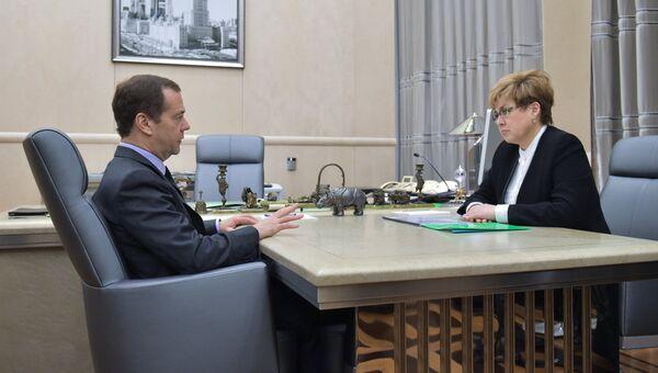 Председатель правительства РФ Дмитрий Медведев и губернатор Забайкальского края Наталья Жданова. 2 мая 2017