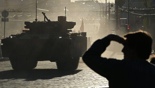 Боевая машина пехоты на гусеничной платформе Курганец-25 во время репетиции парада Победы в Москве