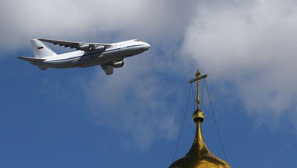 Тяжёлый дальний транспортный самолёт АН-124-100 Руслан на репетиции воздушной части парада Победы в Москве