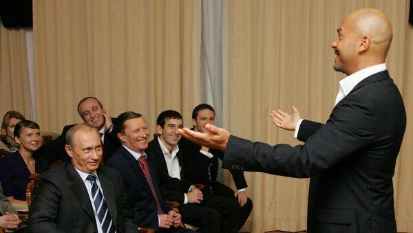 Президент РФ Владимир Путин, министр обороны РФ  Сергей Иванов и актер и режиссер Федор Бондарчук во время встречи в Ново-Огарево. 2005 год