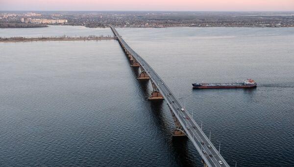 Вид на автомобильный мост
