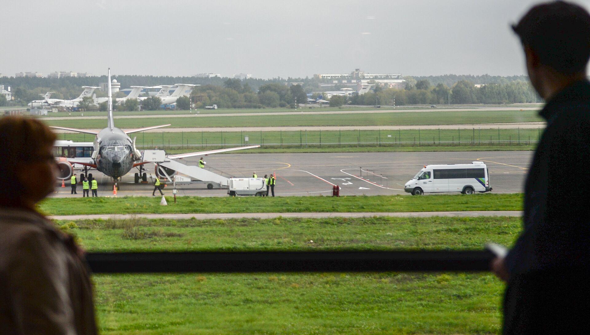 Прибытие самолета авиакомпании Белавиа в аэропорт Жуковский. Архивное фото - РИА Новости, 1920, 15.05.2017