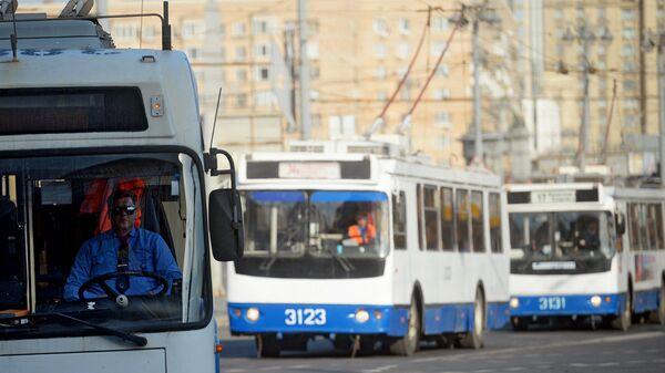 Троллейбусы на улице в Москве