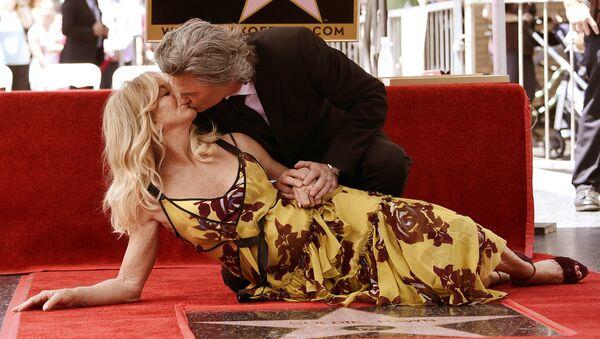 Голди Хоун и Курт Рассел на открытии именных звезд на Аллее славы в Голливуде