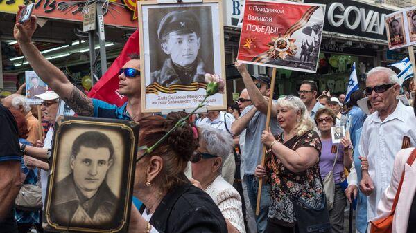 Участники шествия ветеранов ВОВ и акции Бессмертный полк в Хайфе, посвященных 72-й годовщине в Великой Отечественной войне