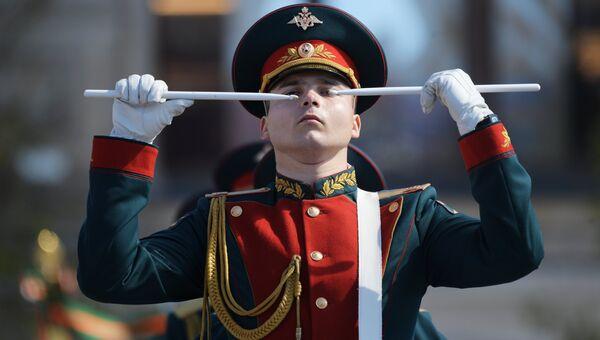 Военнослужащие на генеральной репетиции военного парада в Москве, 7 мая 2017