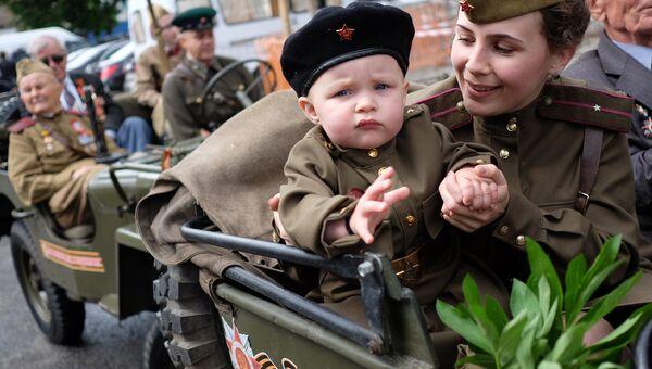 Участники военного парада, посвященного 72-й годовщине Победы, в Краснодаре