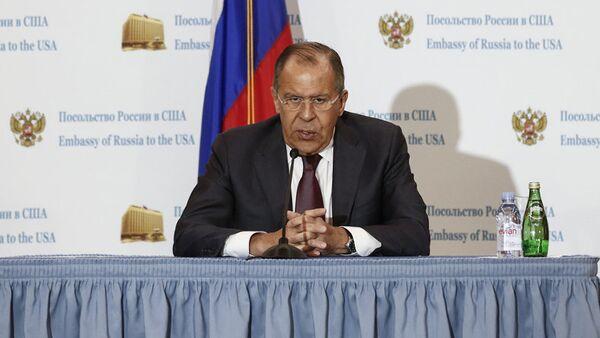 Министр иностранных дел России Сергей Лавров во время пресс-конференции в посольстве РФ в Вашингтоне. 10 мая 2017