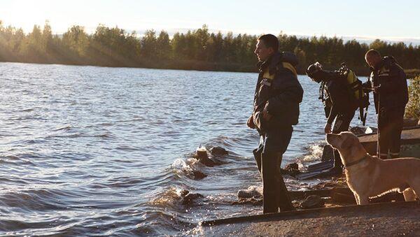 Спасатели МЧС на Аятском озере в Свердловской области. Архивное фото