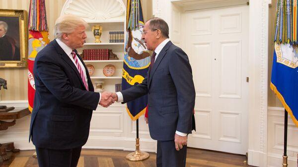Встреча министра иностранных дел России Сергея Лаврова и президента США Дональда Трампа в Вашингтоне. 10 мая 2017. Архивное фото