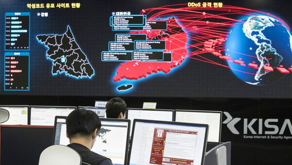 Сотрудники корейского агентства по интернет-безопасности в Сеуле наблюдает за распространением вируса WannaCry. 15 мая 2017