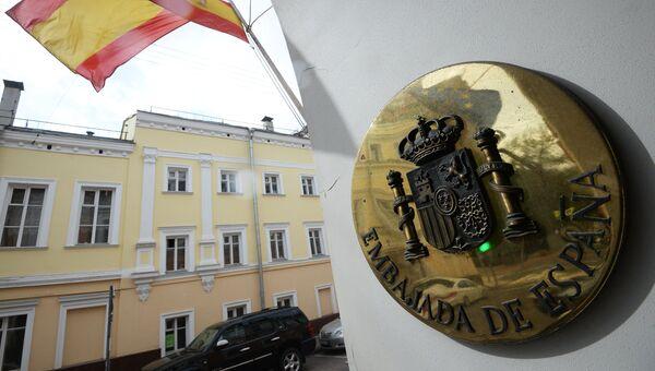 Герб Испании на здании посольства Испании в Москве. Архивное фото