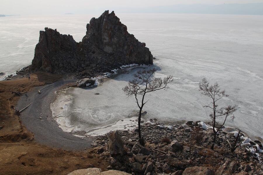 Мыс Бурхан (скала Шаманка), остров Ольхон