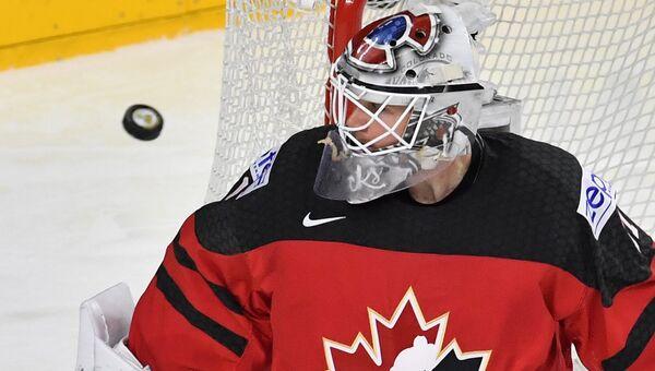 Вратарь сборной Канады Кэлвин Пикар в финальном матче чемпионата мира по хоккею 2017 между сборными командами Канады и Швеции