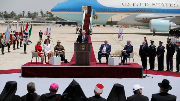 Президент США Дональд Трамп в международном аэропорту Бен-Гурион близ Тель-Авива, Израиль. 22 мая 2017
