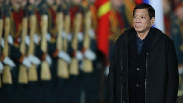 Президент Филиппин Родриго Дутерте, прибывший в Москву с официальным визитом, в московском аэропорту Внуково-2