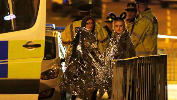 Пострадавшие возле Манчестер-Арены, где прогремели взрывы