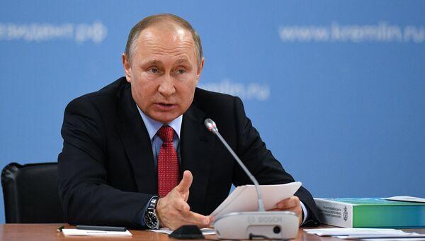 Президент РФ Владимир Путин проводит заседание Совета при президенте по развитию физической культуры и спорта. 23 мая 2017
